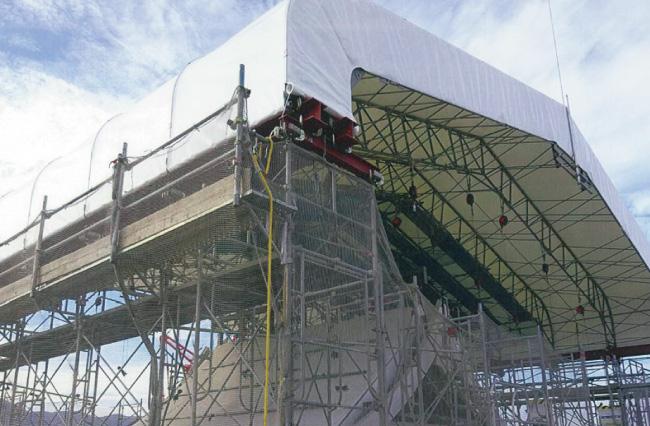 熊本城の修復現場を覆うシート